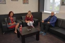 Ministrja Zivic takoi deputeten Emilia Rexhepi
