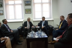 Ministri Rikalo takoi Ambasadorin amerikan Greg Delawie