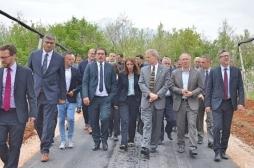 Ministar Rikalo i američki ambasador Delavi posetili poljoprivredne proizvodjače u opštini Junik