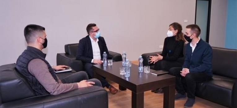 """Ministri në detyrë Mustafa takon përfaqësues të OJQ-së """"Fondacioni për të Drejtat e Kafshëve"""""""