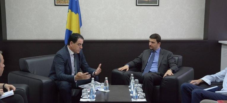 Ministri Krasniqi takoi drejtuesit e Federatës së Gjuetarëve të Kosovës