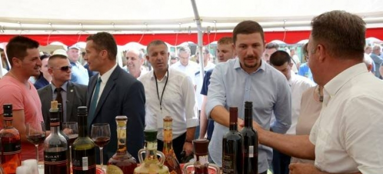 Ministria e Bujqësisë dhe Komuna e Rahovecit ndërtojnë treg modern të rrushit në Rahovec