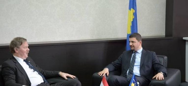 Ministri Krasniqi takoi ambasadorin e Holandës, Robert Bosch